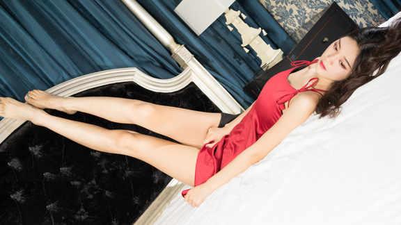 红色睡衣美女